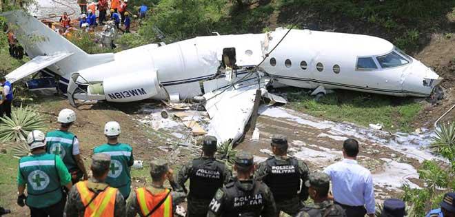 Ejecutiva De Viajar Personas En El Aeropuerto De: Fatal Accidente De Un Jet Ejecutivo De EEUU En El